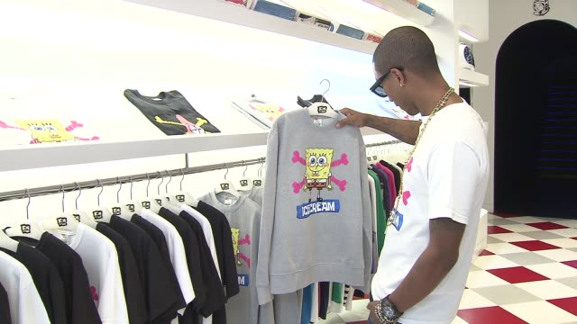pharrell williams looks at the new apparel at nickelodeon and pharrell williams debut spongebob x icecream brand capsule collection on september 10... - nickelodeon bildbanksvideor och videomaterial från bakom kulisserna