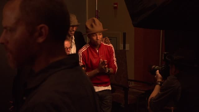 stockvideo's en b-roll-footage met pharrell williams paul williams at 56th annual grammy awards press room at staples center on in los angeles california - grammy awards