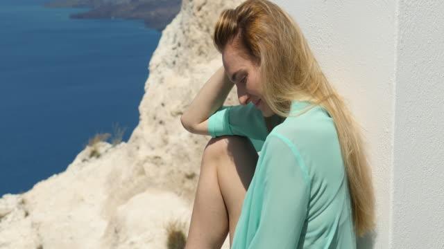 Phänomenale Santorini & hübsche Frau
