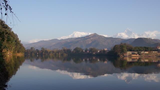 stockvideo's en b-roll-footage met phewa lake, pokhara, nepal - annapurna range