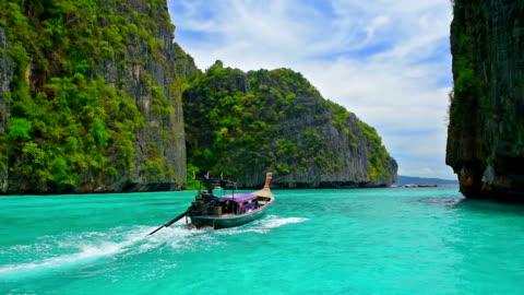 vídeos y material grabado en eventos de stock de isla de phi phi famosa viajes ubicación histórica en tailandia, krabi - islas phi phi