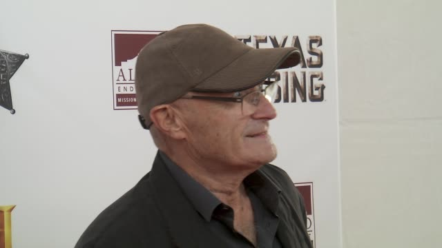 """vídeos de stock, filmes e b-roll de phil collins at history® celebrates epic new miniseries """"texas rising"""" with red carpet """"texas honors"""" event at the alamo on may 18, 2015 in san... - phil collins"""