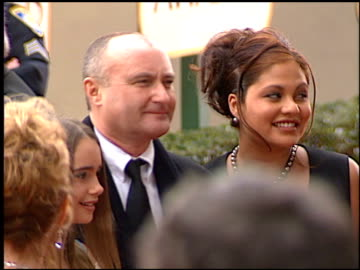 phil collins at the 2001 golden globe awards at the beverly hilton in beverly hills, california on january 21, 2001. - フィル・コリンズ点の映像素材/bロール