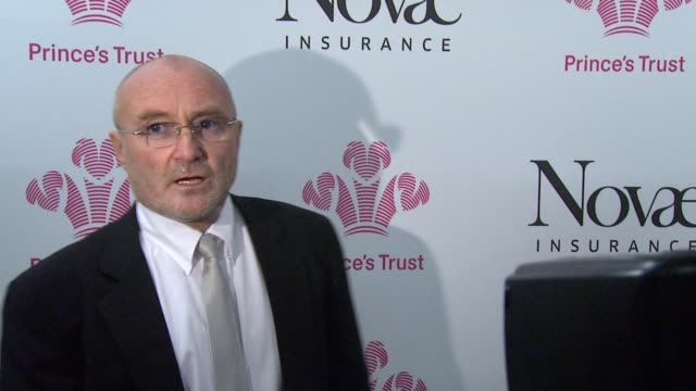 vídeos de stock, filmes e b-roll de phil collins *guardian & telegraph out* at the prince's trust rock gala 2010 backstage reactions at london england. - phil collins