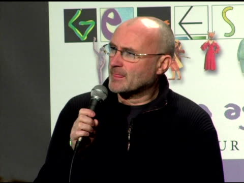 vídeos de stock, filmes e b-roll de phil collins on what songs they are performing and the rehearsals at the announcement of genesis 'turn it on again' tour dates at providence in new... - phil collins