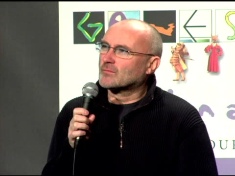 vídeos de stock, filmes e b-roll de phil collins talks about the earlier genesis album without him on it and how he responded to that at the announcement of genesis 'turn it on again'... - phil collins