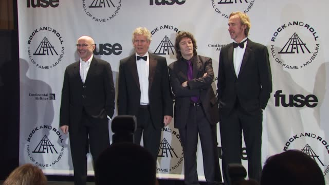 vídeos de stock, filmes e b-roll de phil collins, tony banks, steve hackett and mike rutherford of genesis at the 25th annual rock and roll hall of fame induction ceremony - press room... - phil collins