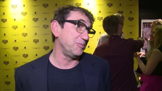 vidéos et rushes de phil daniels on filming on set, the crime and following on from quadrophenia at curzon soho on april 11, 2017 in london, england. - braqueur de banque