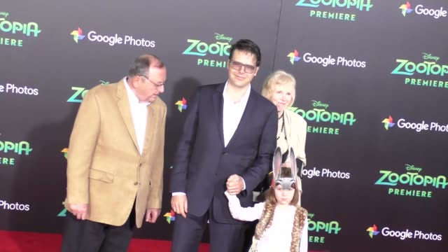 vidéos et rushes de phil johnston at the zootopia premiere at el capitan theatre in hollywood at celebrity sightings in los angeles on february 17 2016 in los angeles... - cinéma el capitan