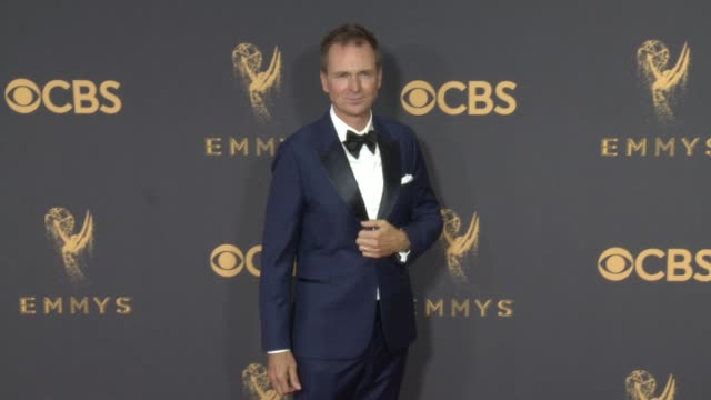 vídeos de stock, filmes e b-roll de phil keoghan at the 69th annual primetime emmy awards at microsoft theater on september 17 2017 in los angeles california - microsoft theater los angeles