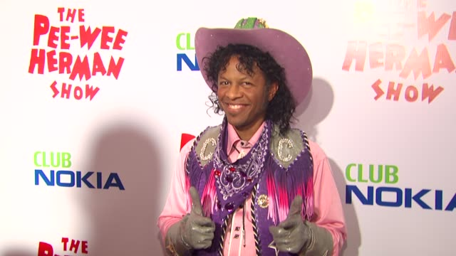 vídeos de stock, filmes e b-roll de phil lamarr at the 'the peewee herman show' opening night at los angeles ca - espetáculos de variedade