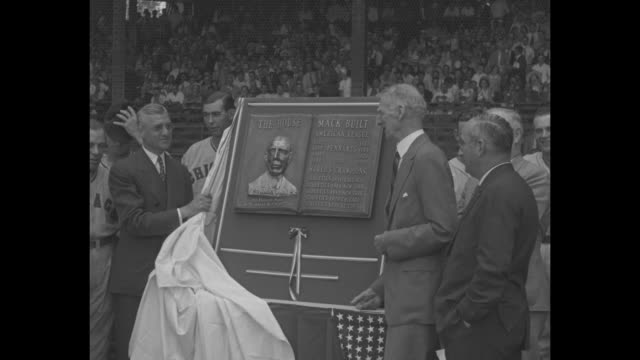 philadelphia athletics team stands on field at shibe park during plaque presentation ceremony for manager connie mack / various shots of mack... - plakette stock-videos und b-roll-filmmaterial