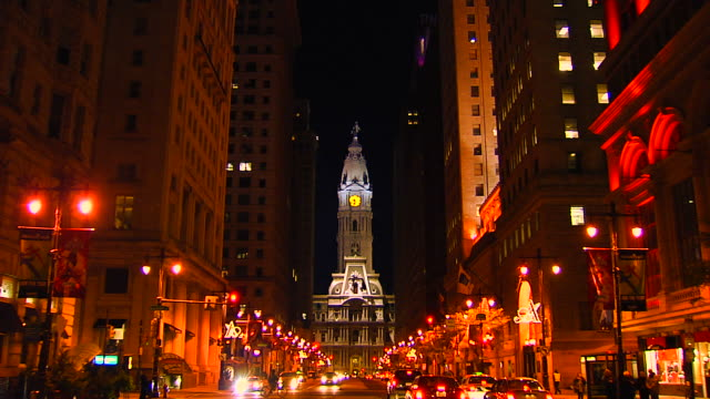 philadelphia city hall notte zoom_1 (1080/24p - philadelphia pennsylvania video stock e b–roll