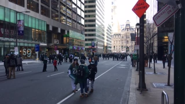 philadelphia eagles super bowl victory parade on 1700 & ben franklin parkway and market street. - philadelphia eagles stock videos & royalty-free footage
