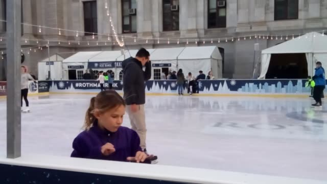 philadelphia, pa dilworth ice skating rink opens today after veterans day event in philadelphia city hall dilworth plaza - eislaufen stock-videos und b-roll-filmmaterial