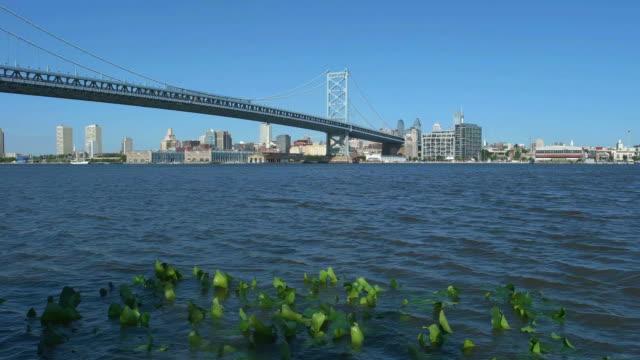 米国ペンシルベニア州フィラデルフィア - ベンフランクリン橋点の映像素材/bロール