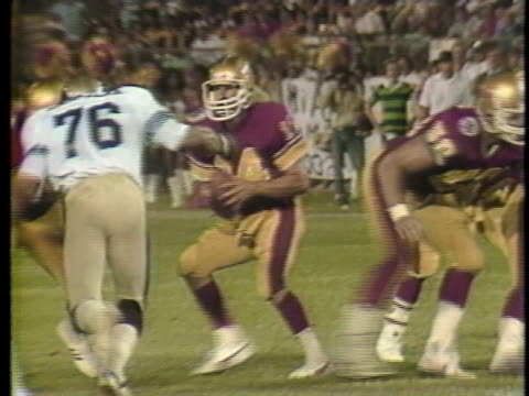 1983 ws pan philadelphia stars quarterback chuck fusina throwing pass to willie collier in fourth quarter during game against michigan panthers / usa - 第4クオーター点の映像素材/bロール