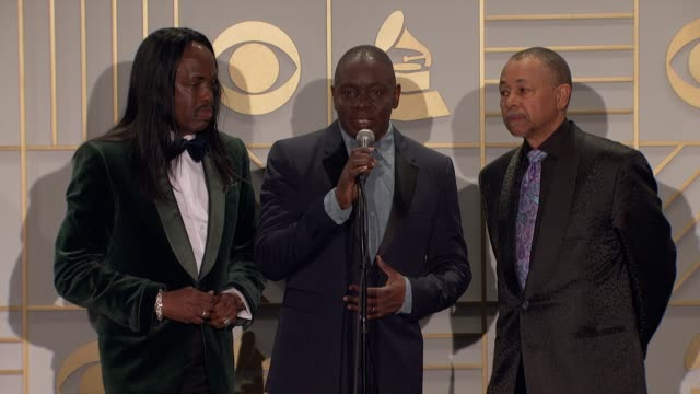 stockvideo's en b-roll-footage met speech philip bailey ralph johnson and verdine white of earth wind fire at 58th annual grammy awards® at staples center on february 15 2016 in los... - 58e grammy awards