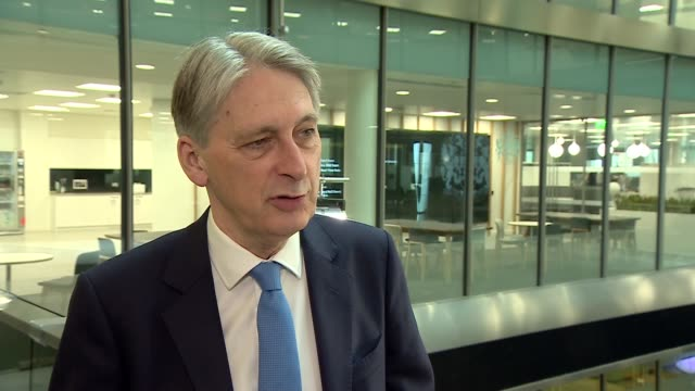 philip hammond and hu chunhua attend launch ceremony of londonshanghai stock connect england london london stock exchange int philip hammond mp... - börse von london stock-videos und b-roll-filmmaterial