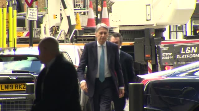 philip hammond arriving at bbc broadcasting house for an interview with andrew marr - フィリップ ハモンド点の映像素材/bロール