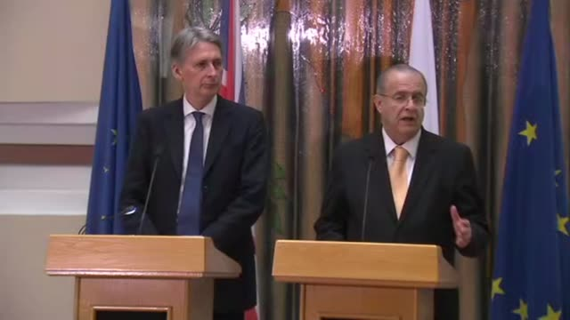nicosia int philip hammond mp and ioannis kasoulides arrive / ioannis kasoulides and philip hammond mp press conference sot - キプロス ニコシア点の映像素材/bロール