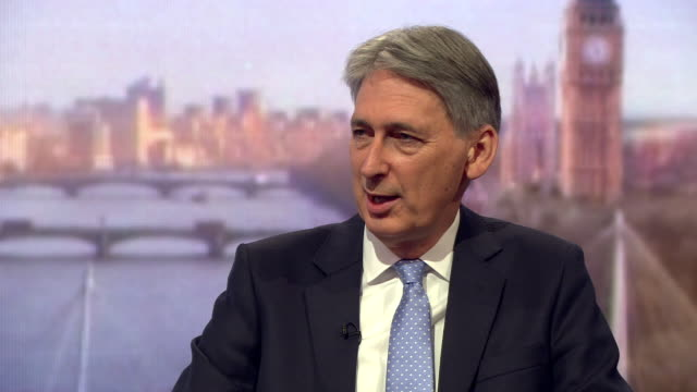 philip hammond saying that britain is seeking the best deal with the eu before leaving - フィリップ ハモンド点の映像素材/bロール