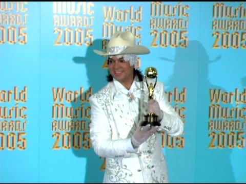 philip kirkorov at the 2005 world music awards press room at the kodak theatre in hollywood, california on september 1, 2005. - the kodak theatre bildbanksvideor och videomaterial från bakom kulisserna
