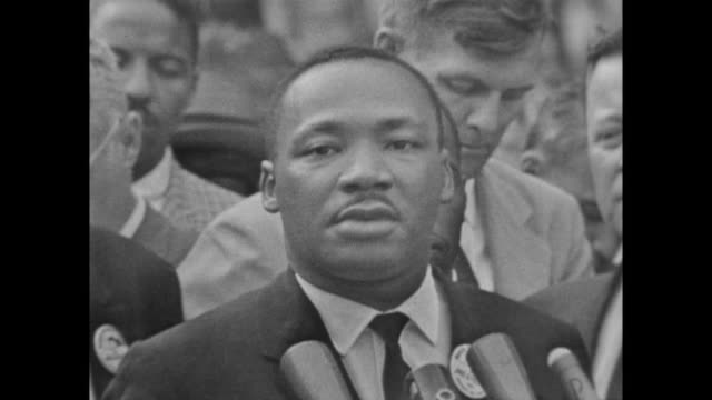vídeos de stock e filmes b-roll de a philip randolph introduces martin luther king jr who speaks about his belief that the march has been 'one of the great days of america' and that he... - 1963