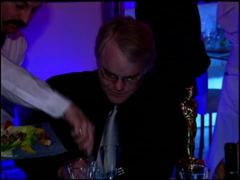 vídeos y material grabado en eventos de stock de philip seymour hoffman at the 2006 academy awards governor's ball at the kodak theatre in hollywood california on march 5 2006 - truman capote