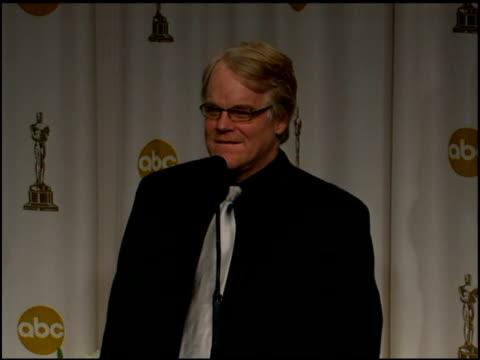 vídeos y material grabado en eventos de stock de philip seymour hoffman on hoping his future roles are all character roles at the 2006 annual academy awards at the kodak theatre in hollywood... - truman capote