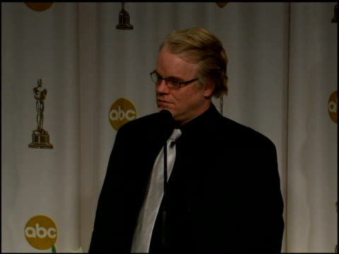 vídeos y material grabado en eventos de stock de philip seymour hoffman on never wondered when doing a role if it would garner award attention on seeing roles as opportunities and challenges at the... - truman capote