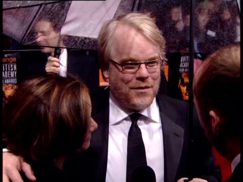 vídeos y material grabado en eventos de stock de philip seymour hoffman on the film 'capote' at the the orange british academy film awards 2006 red carpet at london - truman capote