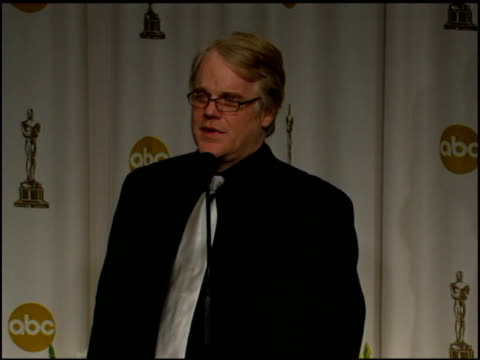 vídeos y material grabado en eventos de stock de philip seymour hoffman on the town where 'capote' was shot treating him well on growing up in a small town at the 2006 annual academy awards at the... - truman capote