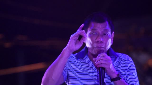 Philippine presidential candidate Rodrigo Duterte renews his vow to kill criminals as the tough talking favourite hit the stump in the capital...