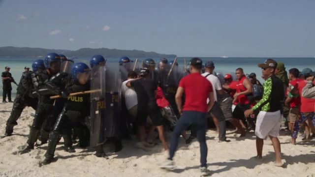 vídeos y material grabado en eventos de stock de philippine security forces conduct exercises simulating clashes with protesters terrorist attacks and a hostage incident a day before the six-month... - boracay filipinas