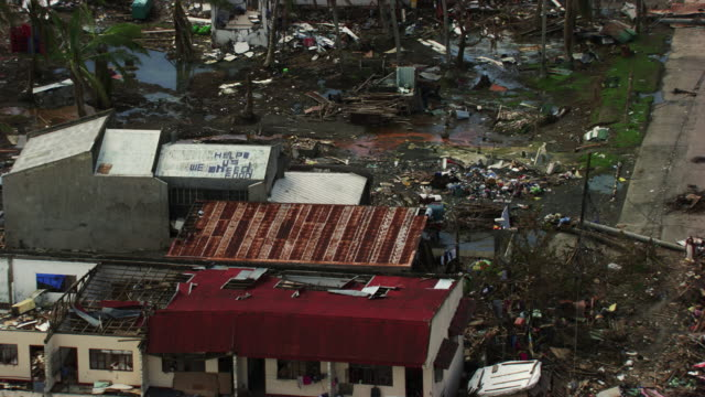 vídeos de stock e filmes b-roll de philippines: calls of help on roofs - 2013