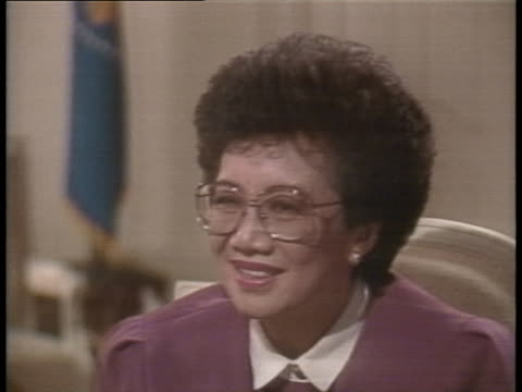 philippine's president corazon aquino discusses the political conflict in manila in 1987. - (war or terrorism or election or government or illness or news event or speech or politics or politician or conflict or military or extreme weather or business or economy) and not usa stock videos & royalty-free footage