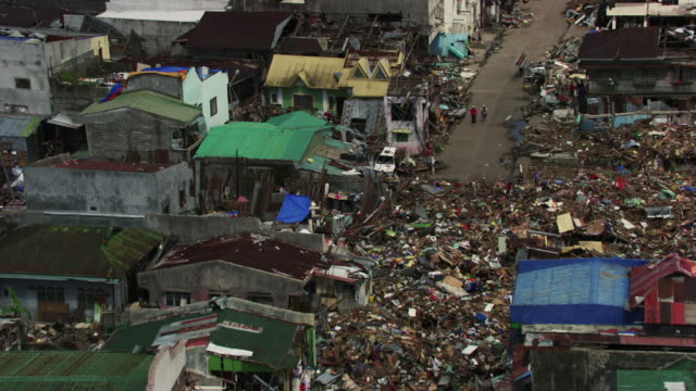 vídeos de stock e filmes b-roll de philippines: wreckages of tacloban city - 2013