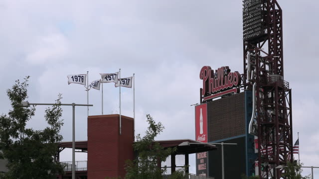ms phillies scoreboard at citizens bank park / philadelphia, pennsylvania, united states - philadelphia phillies stock-videos und b-roll-filmmaterial