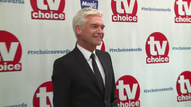 phillip schofield at the dorchester on september 10, 2018 in london, england. - フィリップ スコフィールド点の映像素材/bロール