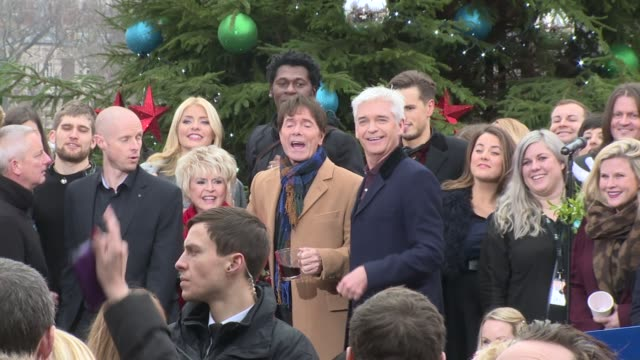 phillip schofield, cliff richard, holly willoughby, gloria hunniford on december 15, 2016 in london, england. - グロリア ハニフォード点の映像素材/bロール
