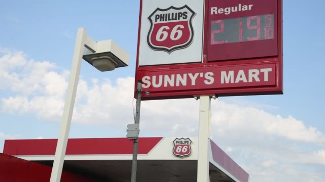 phillips 66 gas station in dallas texas on july 24 2017 photographer cooper neill shots wide shot of phillips 66 gas station next to road shot of gas... - conocophillips stock-videos und b-roll-filmmaterial