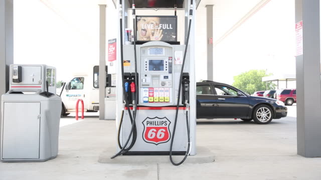phillips 66 gas station in princeton illinois us on tuesday july 24 2018 - conocophillips stock-videos und b-roll-filmmaterial