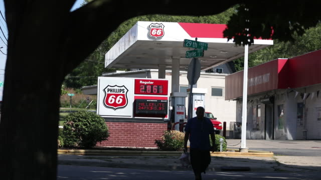 phillips 66 gas stations in rockford illinois us on tuesday july 30 2019 - conocophillips stock-videos und b-roll-filmmaterial