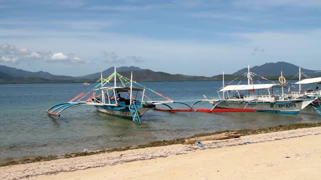 vídeos de stock e filmes b-roll de philppines, palawan island, honda bay, snake island - ancora