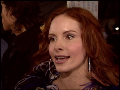 vídeos de stock, filmes e b-roll de phoebe price at the 'a very long engagement' premiere at grauman's chinese theatre in hollywood california on november 10 2004 - um longo domingo de noivado