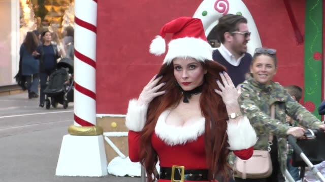 vídeos de stock, filmes e b-roll de phoebe price does a photo shoot in a santa outfit at the grove in hollywood in celebrity sightings in los angeles - the grove los angeles