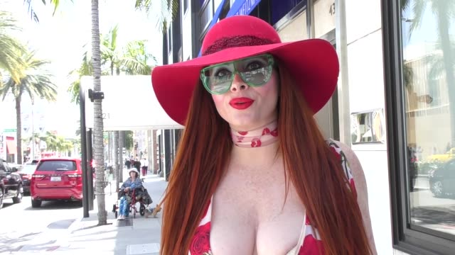 interview phoebe price on the bill cosby verdict while out in beverly hills at celebrity sightings in los angeles on april 27 2018 in los angeles... - 評決点の映像素材/bロール