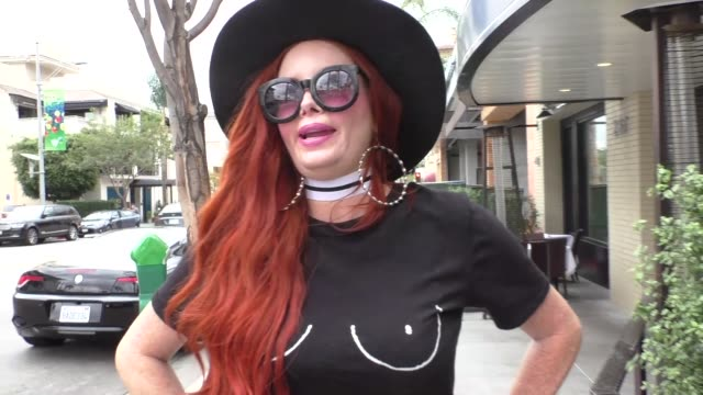 vidéos et rushes de phoebe price talks about her halloween costume as a human condom while shopping in beverly hills in celebrity sightings in los angeles, - préservatif