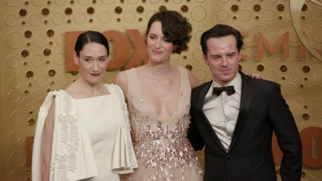 vídeos y material grabado en eventos de stock de phoebe waller-bridge, sian clifford and andrew scott at the 71st emmy awards - arrivals at microsoft theater on september 22, 2019 in los angeles,... - premios emmy
